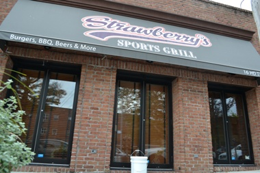 EXCLUSIVE: Strawberry's closes suddenly this weekend