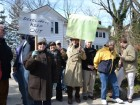 Neighbors rally against changes to historic Douglaston home
