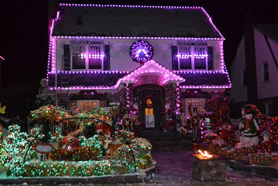 VIDEO: Bayside homes musically light up for holidays