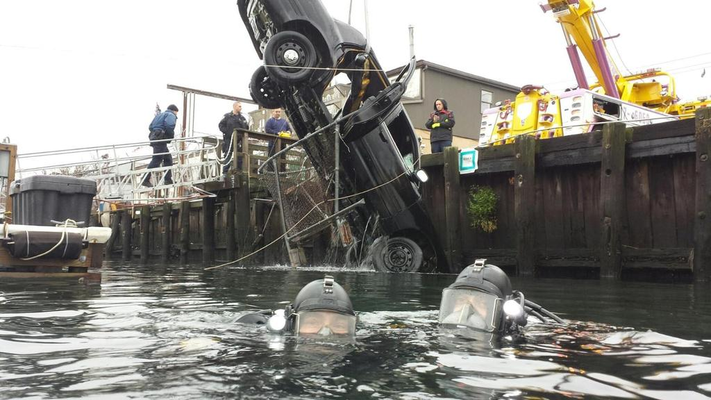 Car pulled out of canal in Howard Beach