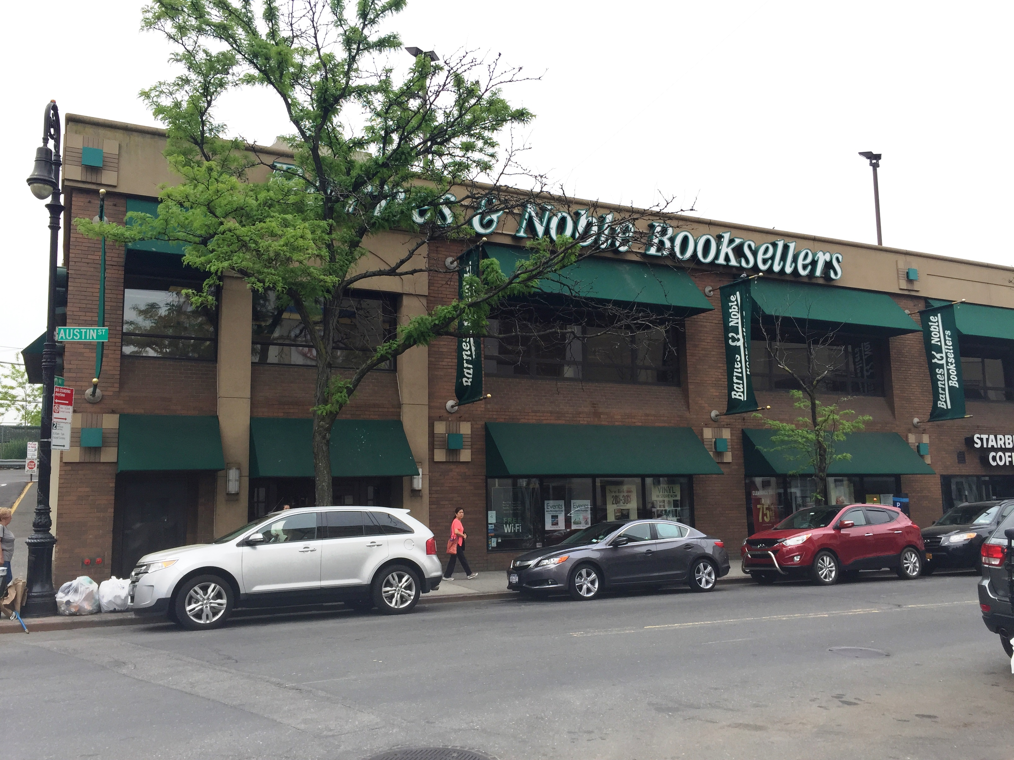Forest Hills residents fighting to keep local Barnes & Noble open