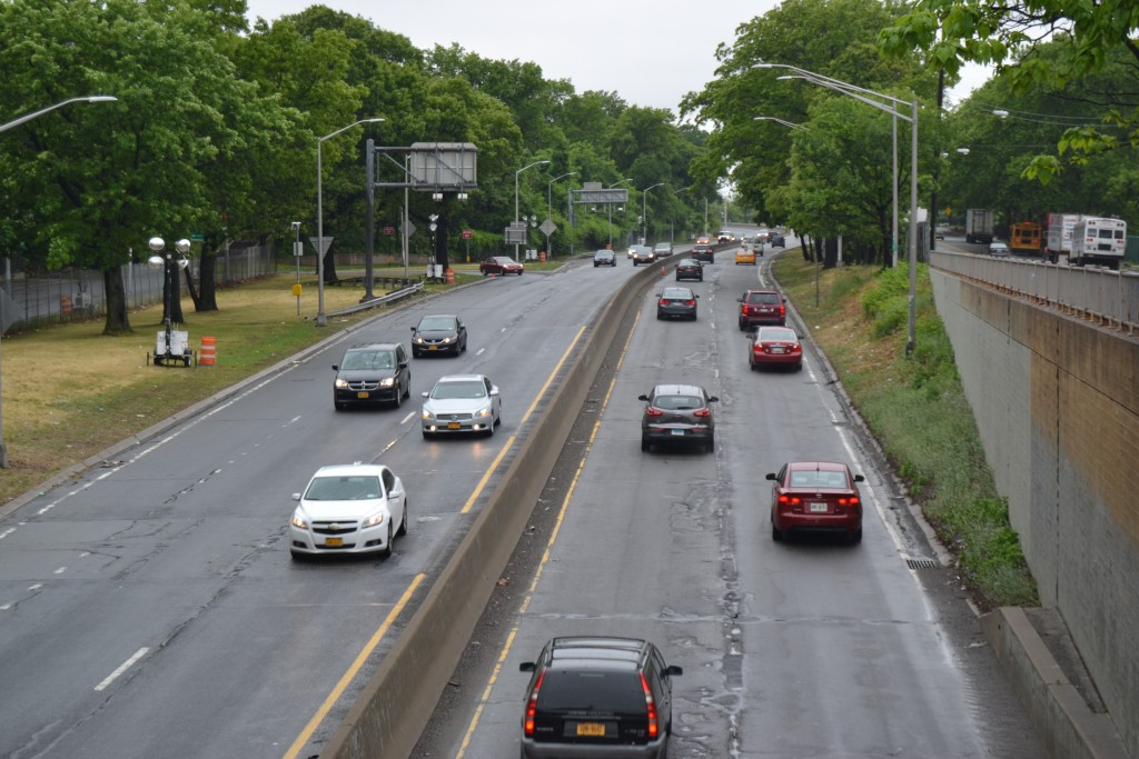 More road work closures on Jackie Robinson Parkway this week