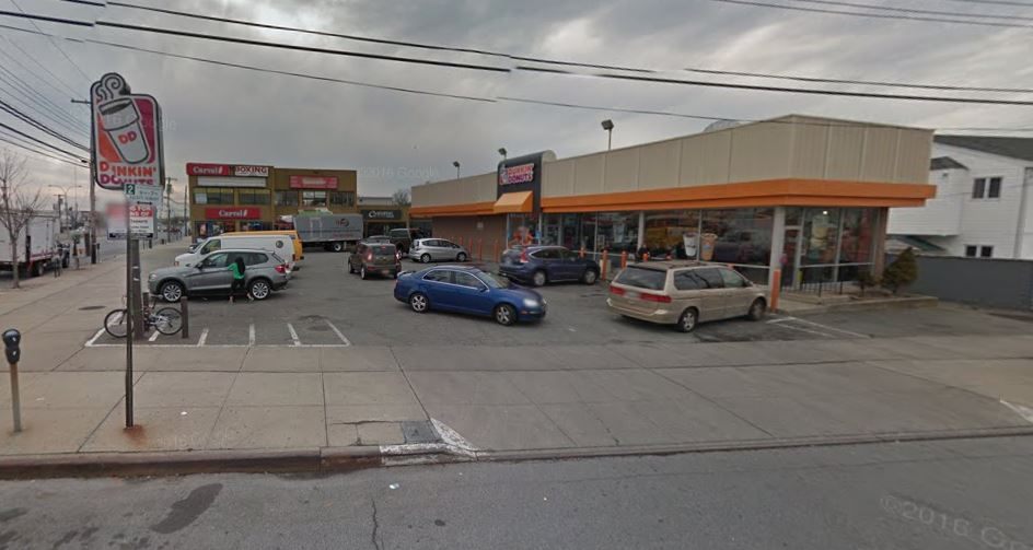 Bandit with a knife swipes cash from a Howard Beach Dunkin' Donuts, police say