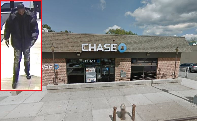 Bandit in a bubble coat hit two banks for cash in Flushing & Jamaica Estates: cops