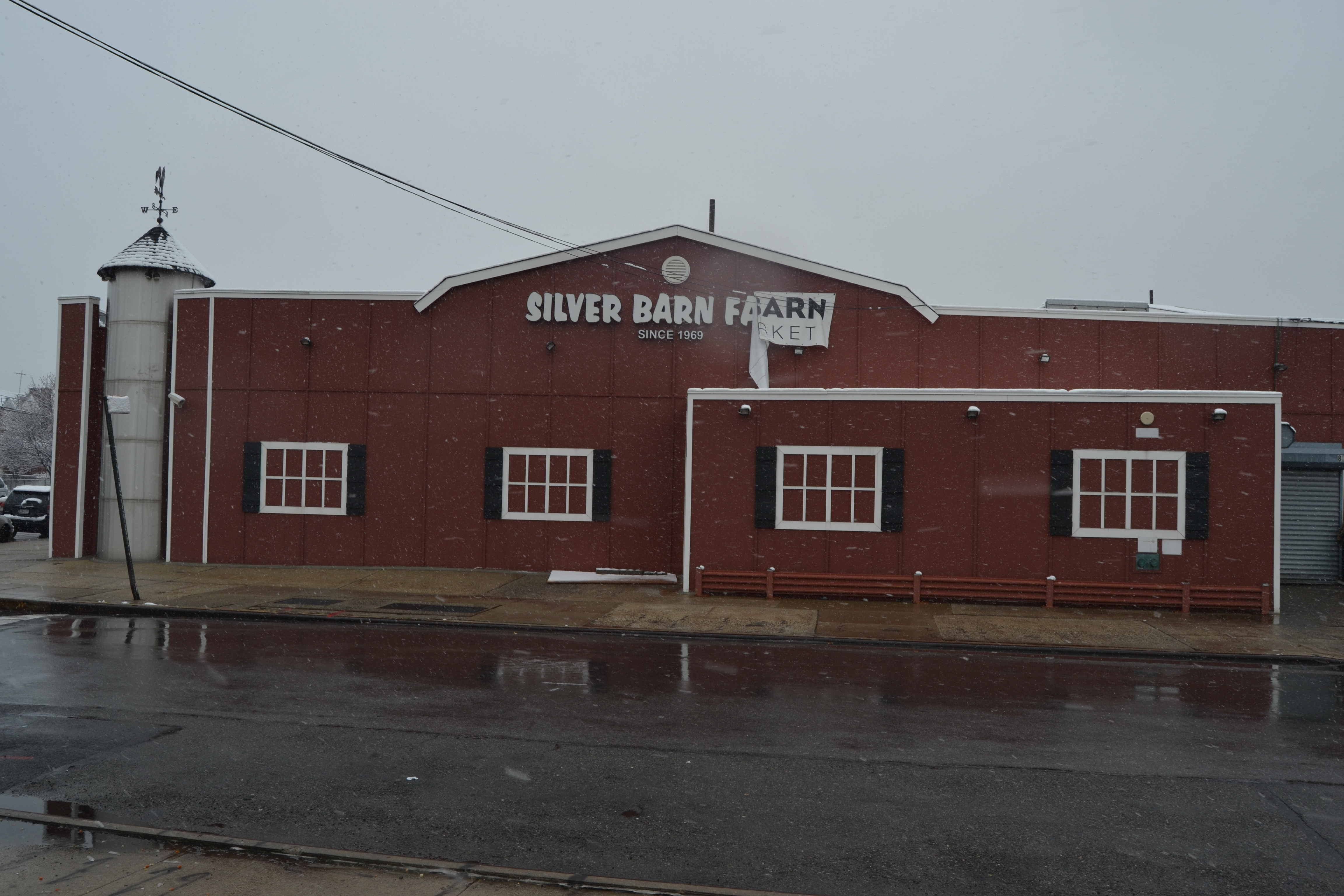 EXCLUSIVE: Get a look at renovations to former Silver Barn Farms supermarket in Middle Village