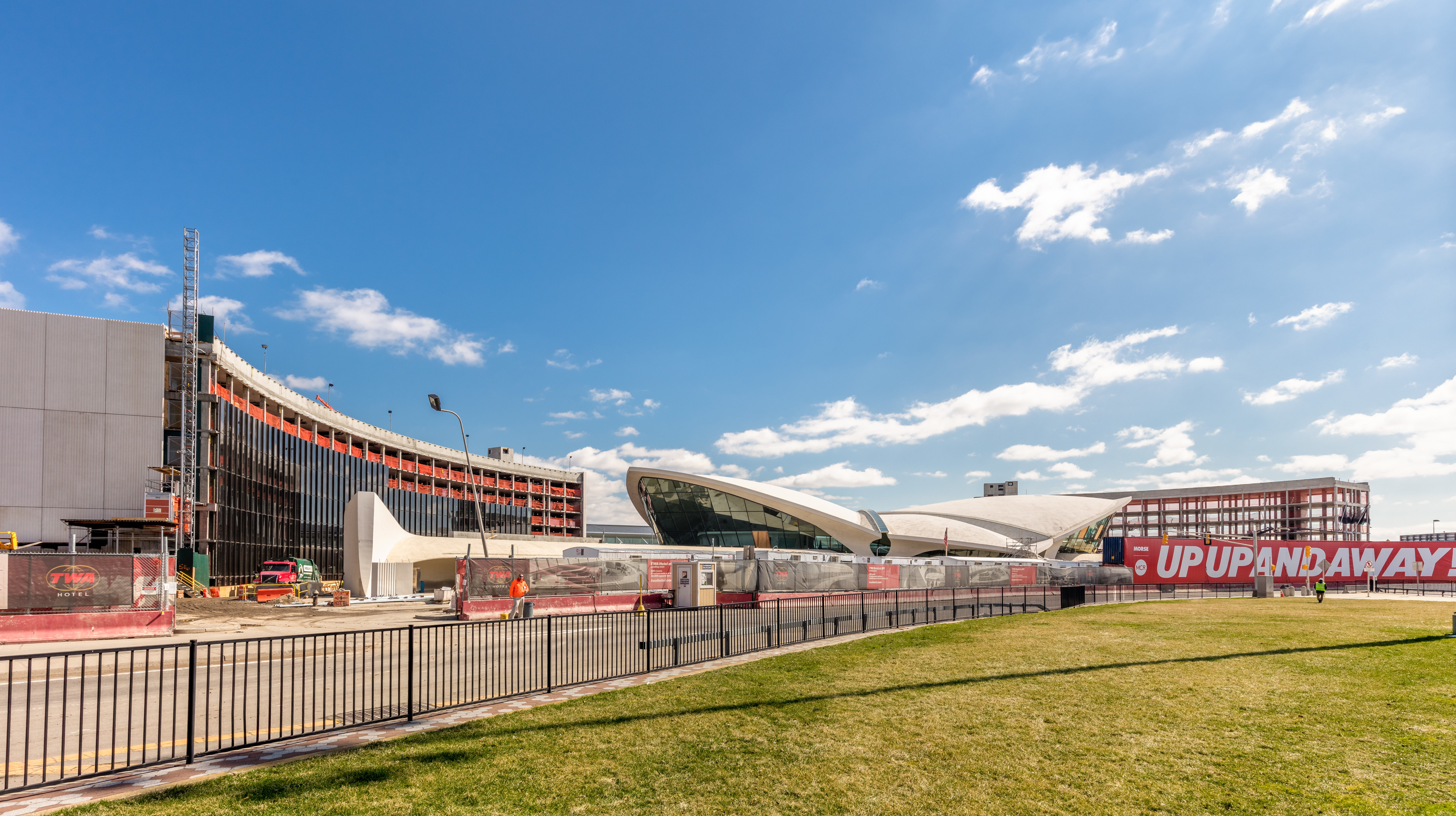 Construction on the new hotel at the iconic twa terminal for Hotel at jfk airport terminal